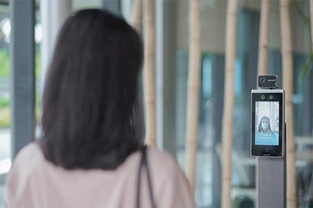 Screening dilakukan bagi semua pasien, pengunjung, dan karyawan