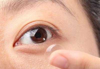 Amankah Pemakaian Lensa Kontak?