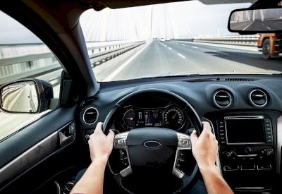 Menyetir Aman untuk Perlindungan dan Kesehatan Tangan Anda